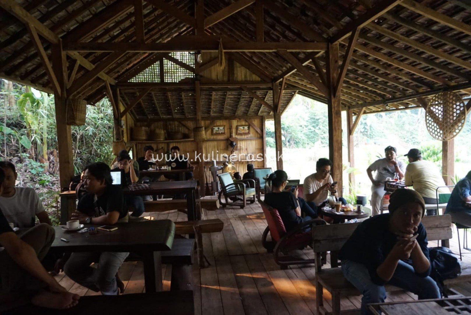 rumah-kopi-ranin-interior2